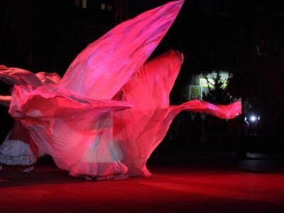 spektakl - Ja gore - zjawiskowy taniec w wirujących, zwiewnych strojach