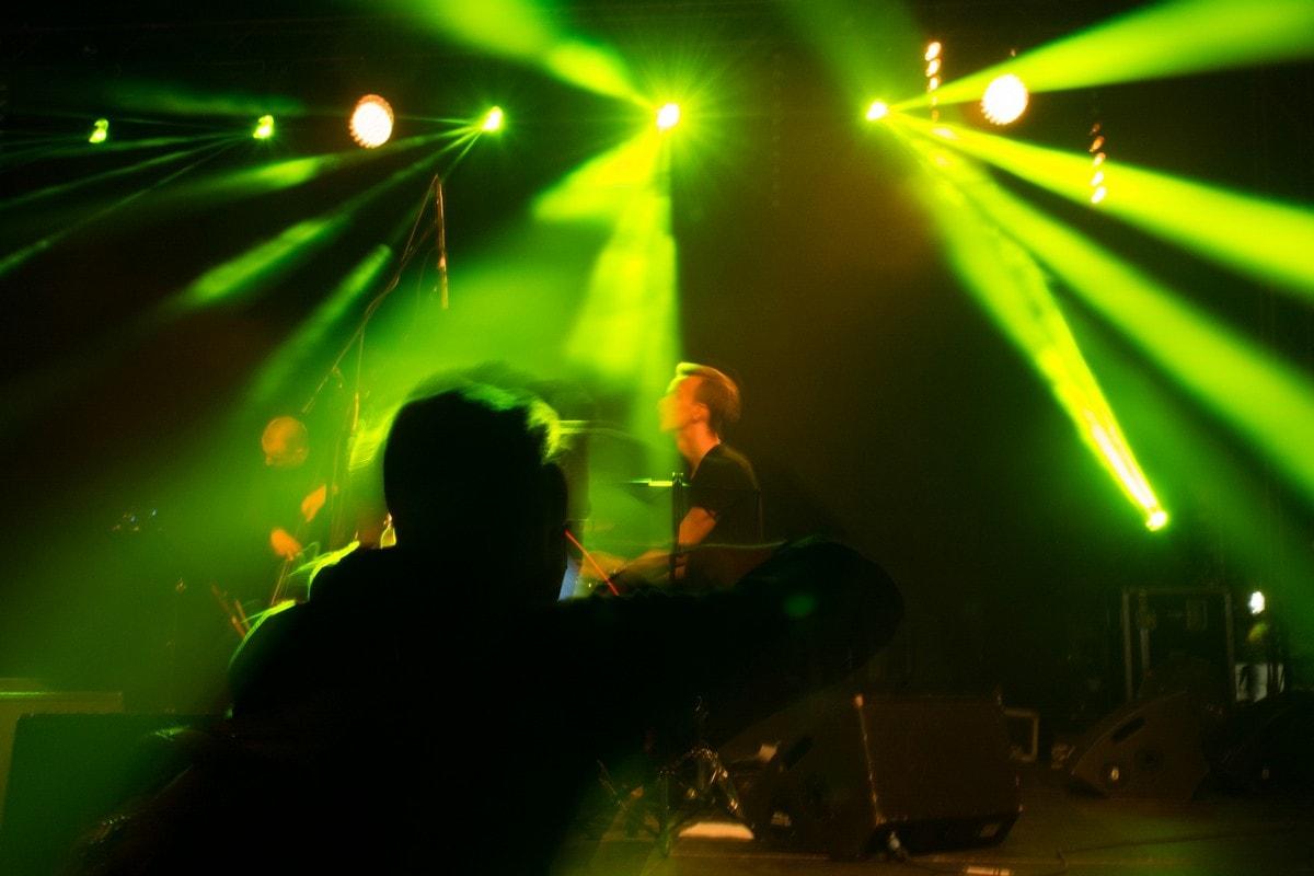 iluminacja reflektorów scenicznych