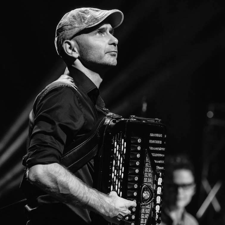 mężczyzna z akordeonem