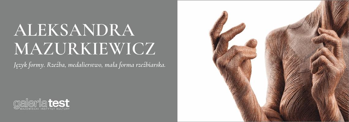 plansza z napisem Aleksandra Mazurkiewicz, obok fragment rzeźby kobiety
