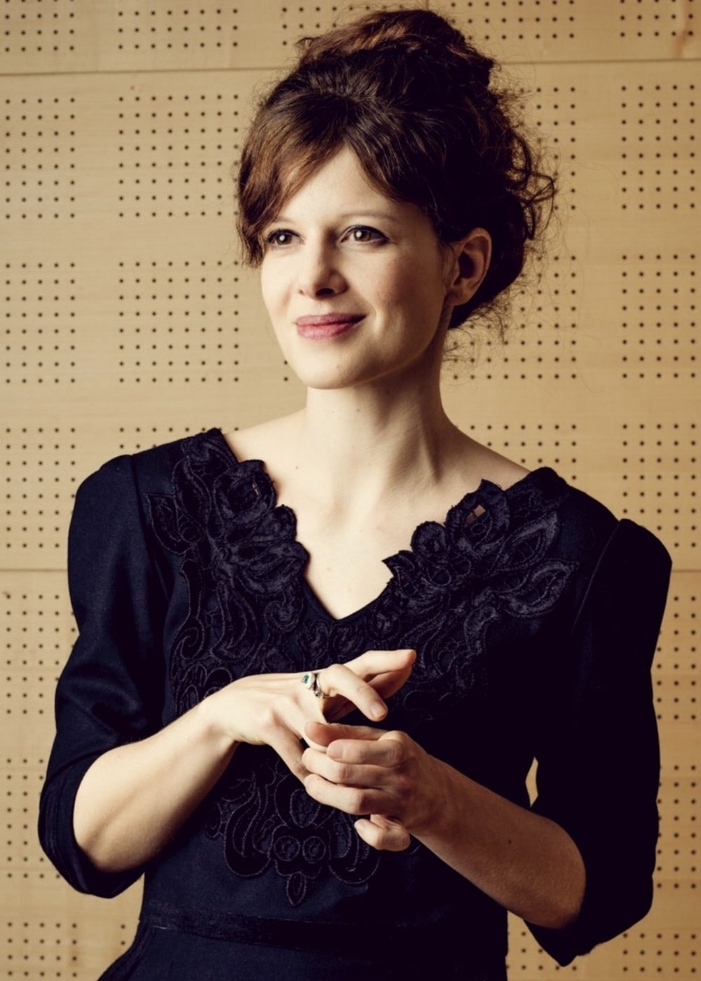 fotografia Karolina Gruszka w czarnej sukni