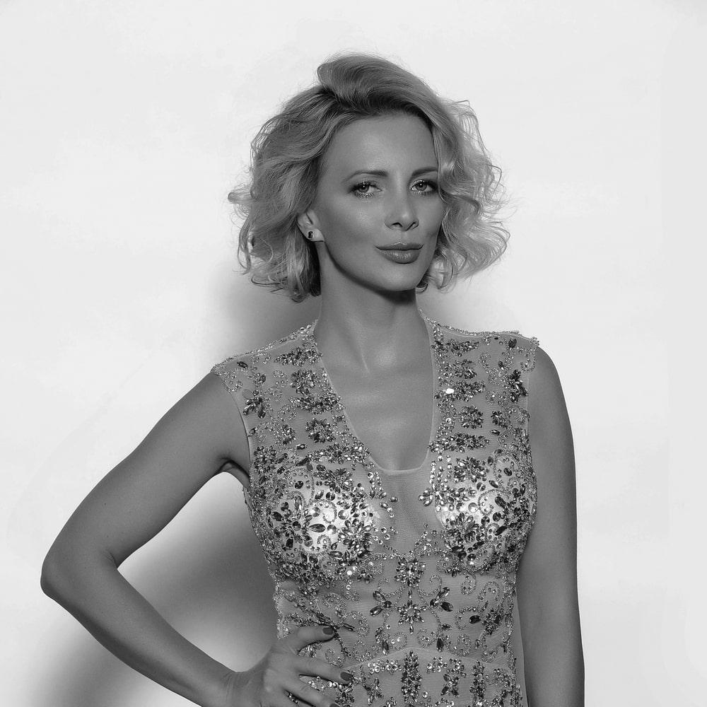 fotografia: Iwona Handzlik, kobieta w wieczorowej sukni