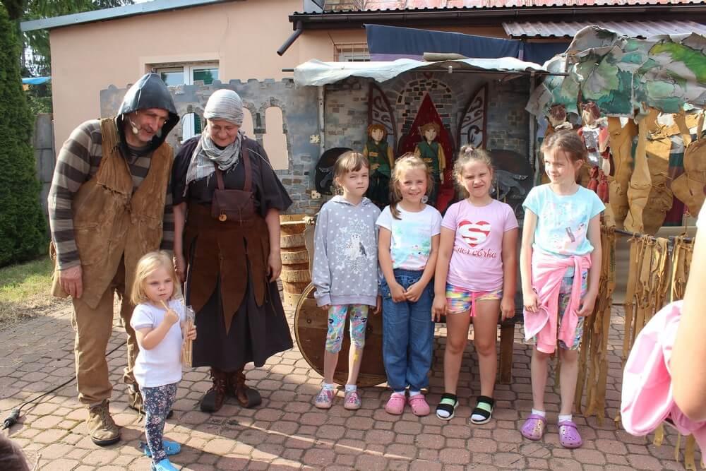 fotografia: dzieci i aktorzy z Teatru Łątka. Karawana Wędrujący Festiwal Sztuki i Animacji