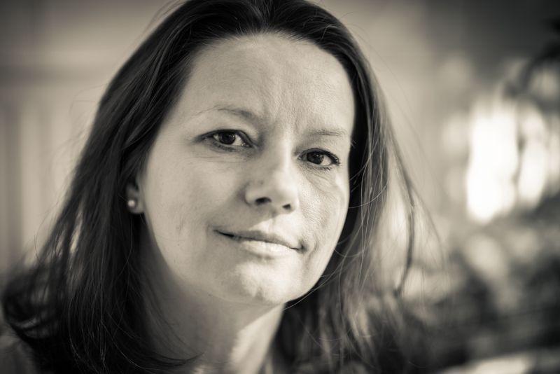 fotografia czarno-biała: Katarzyna Surmiak-Domańska, zbliżenie na twarz